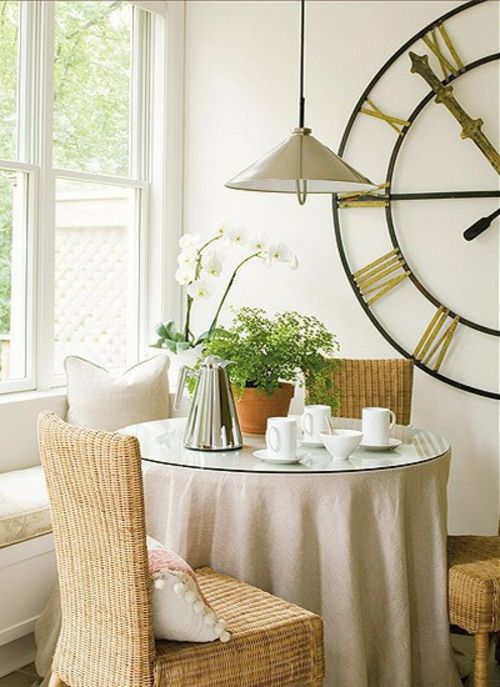 wandgestaltung ideen wanduhr groß xxl wohnzimmer essbereich tisch