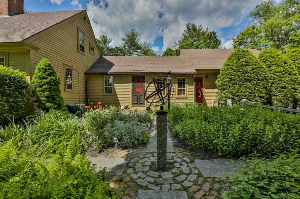 21 Meetinghouse Hill Rd Brookline Nh 03033 Mls 4699815 Zillow Old House Dreams Meetinghouse Colonial House