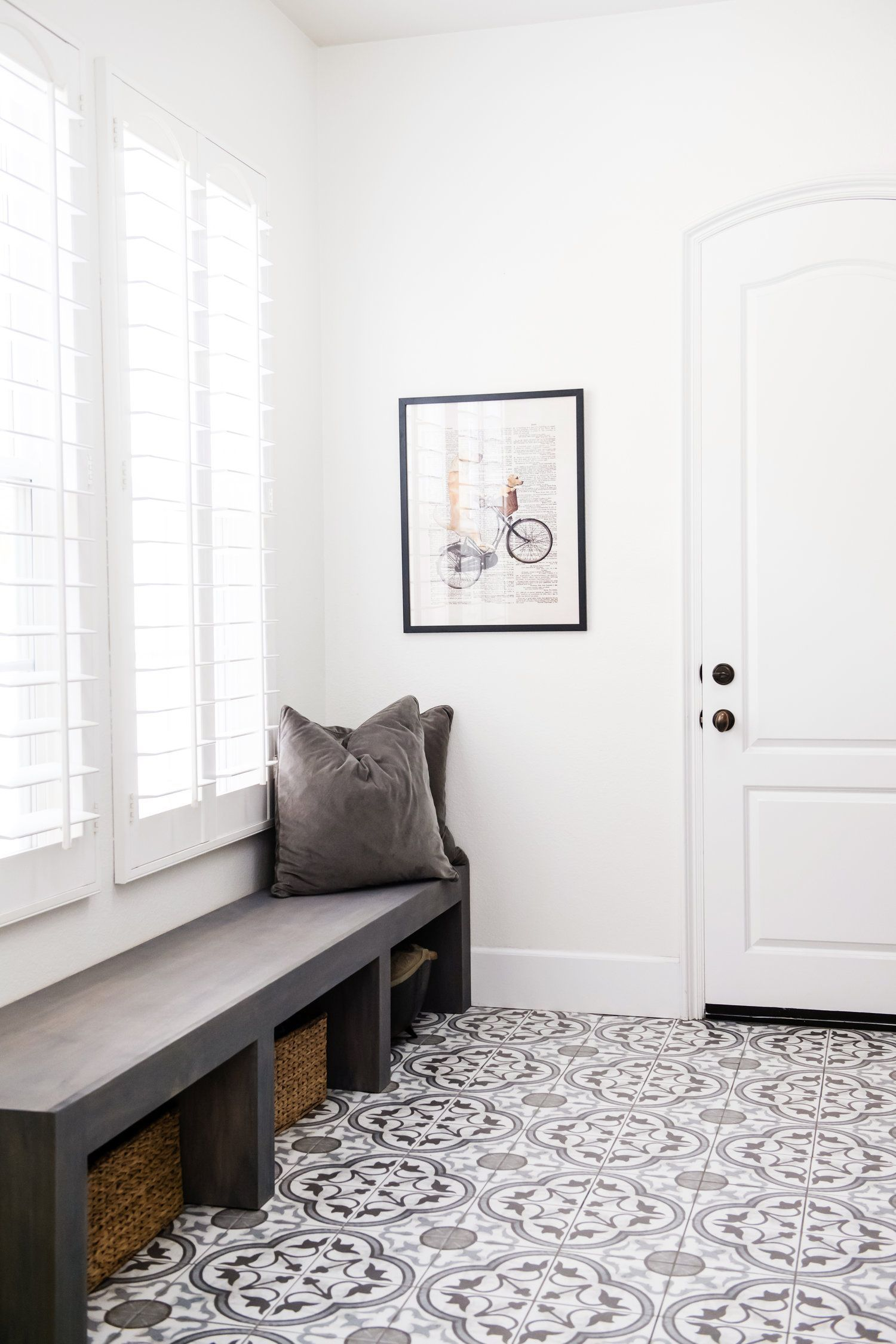 29 Best Entryway Ideas For Small Spaces Entryway Flooring Small Entryways Home