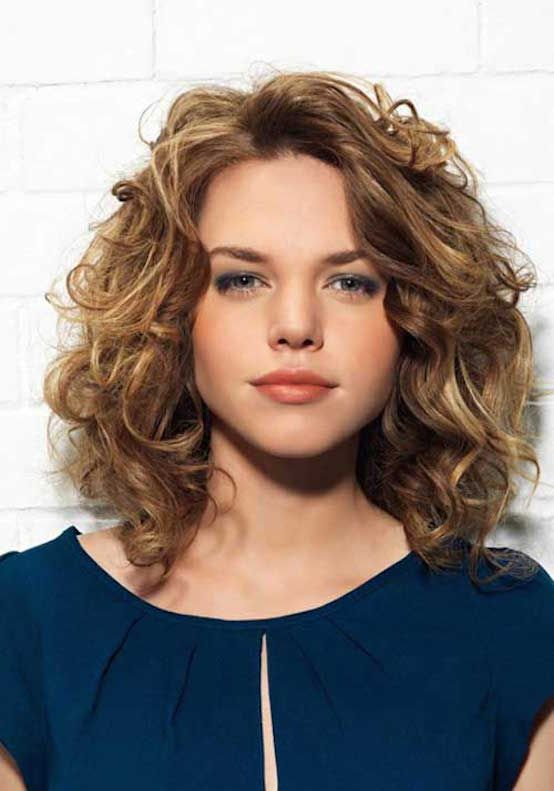 21 Layered Curly Hairstyles To Try Everyday Feed Inspiration Medium Curly Hair Styles Short Layered Curly Hair Curly Hair Styles