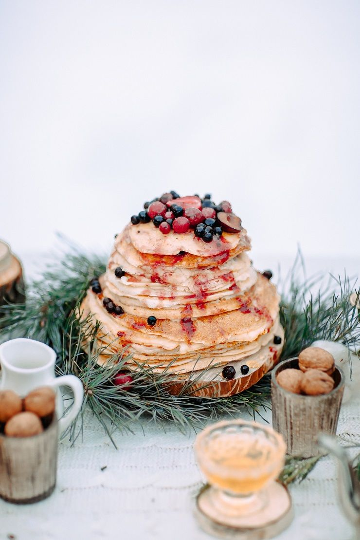 Pancake wedding cake | fabmood.com #wedding #winterwedding #outdoorwedding #snow #bride #weddingcake #peach