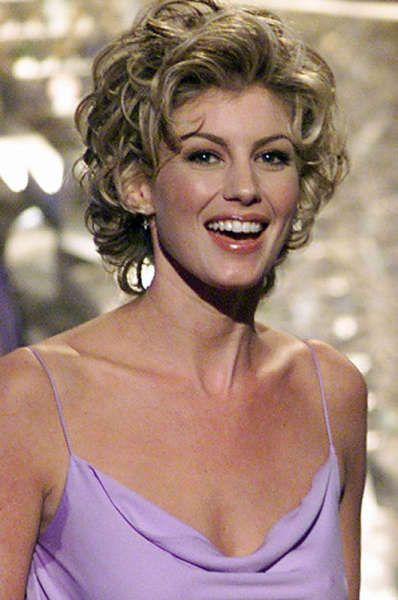 faith hill srt hair | This is indeed a glamorous do, but it ages ...