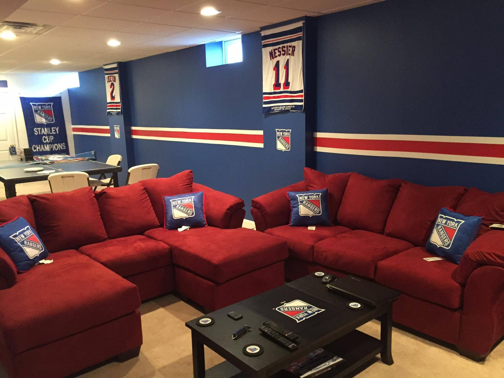 This New York Rangers Man Cave Might Top The List Photos Elite Sports Ny New York Rangers New York Rangers Logo Man Cave Home Bar