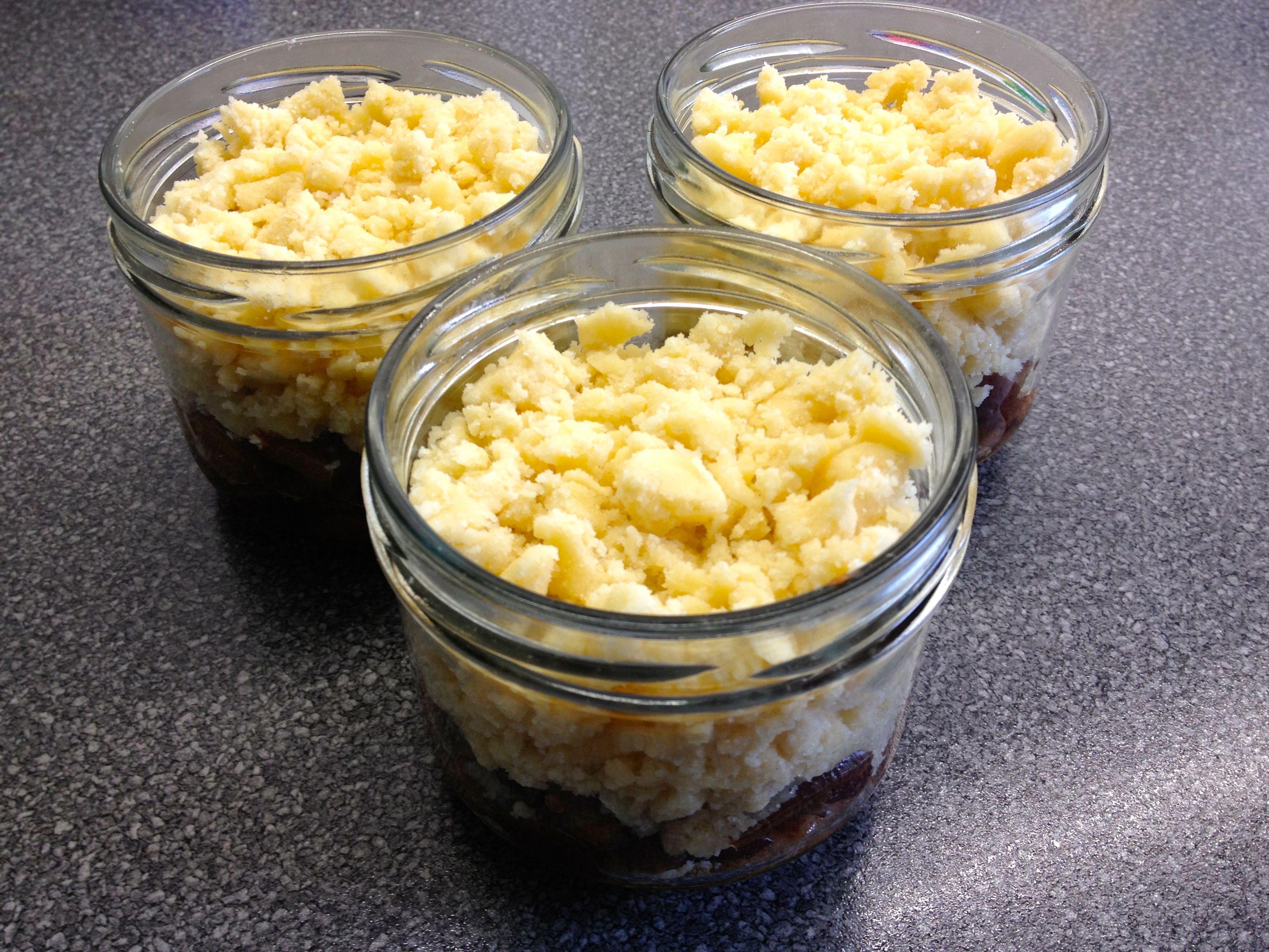 Pflaumen-Crumble im Glas mit Vanille und Zimt   Pflaumen ...