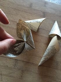 Book Page Flower Tutorial...