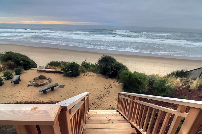 Lincoln City House Rental Surfer S View New Custom Built Ocean Front Home With Ocean View Hot Tub Ho Ocean Front Homes Beachfront Rentals Beachfront House