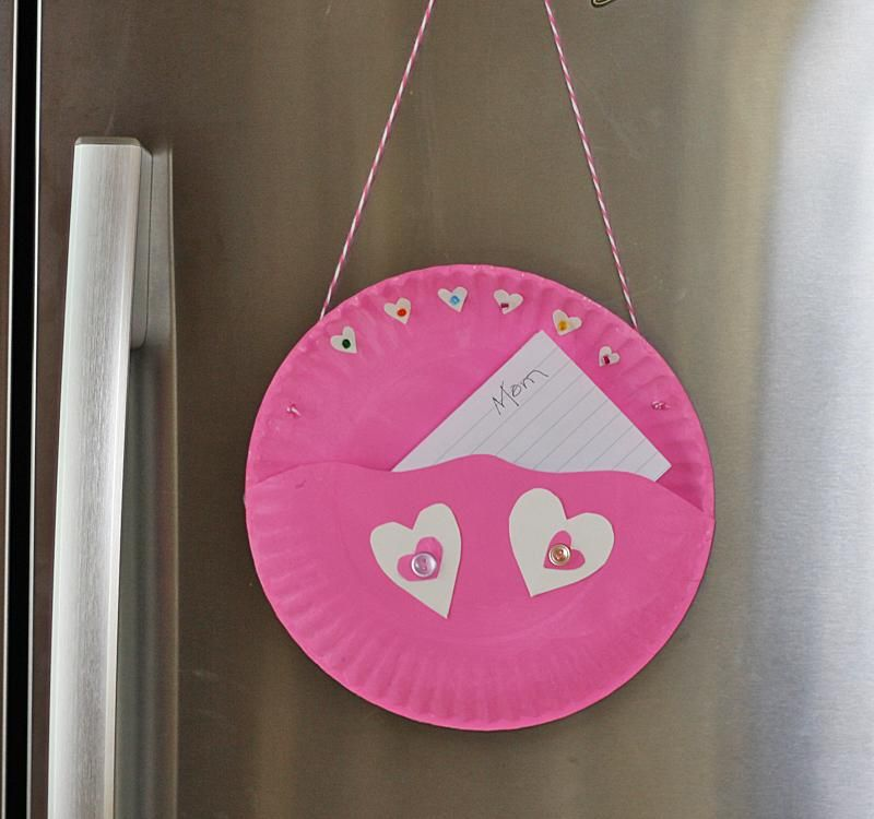 Valentine\'s Note Holder: Turn a paper plate into a cute love note ...