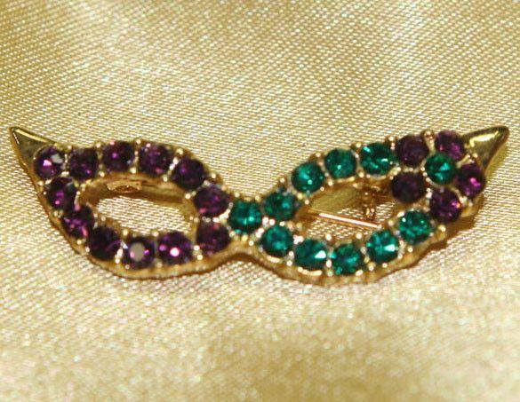 Mask Pin Amethyst & Emerald Crystals