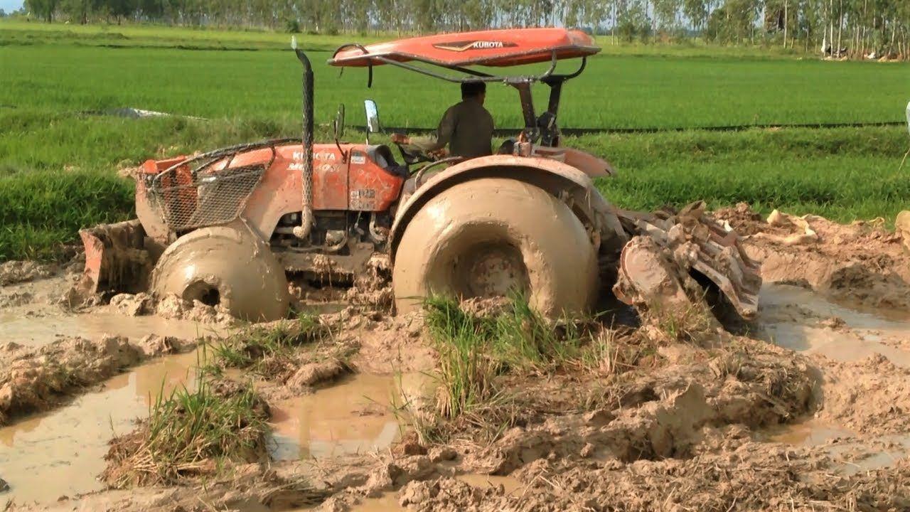 Amazing Tractor Kubota M6040SU stuck in mud / Tractor