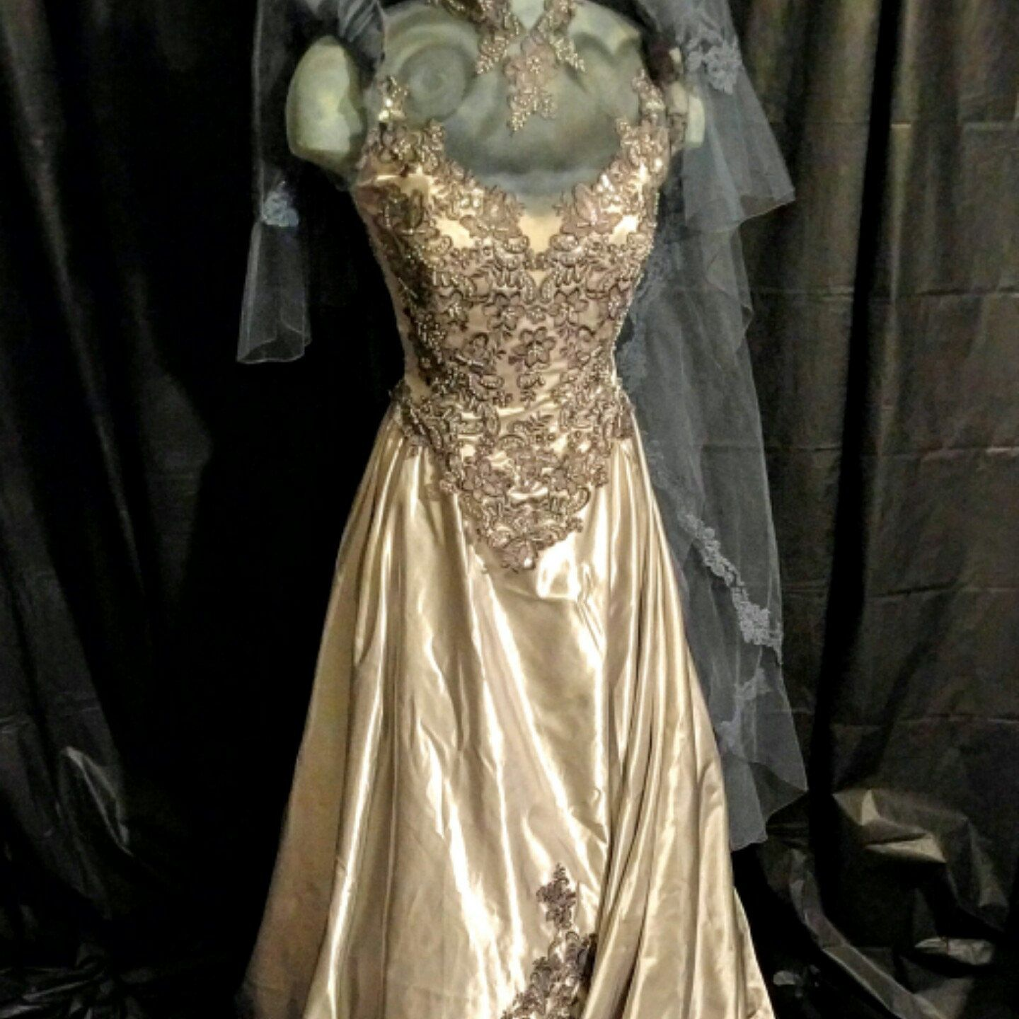 Corpse bride/Goth inspired wedding dress | CherylsThingaMaBobs ...
