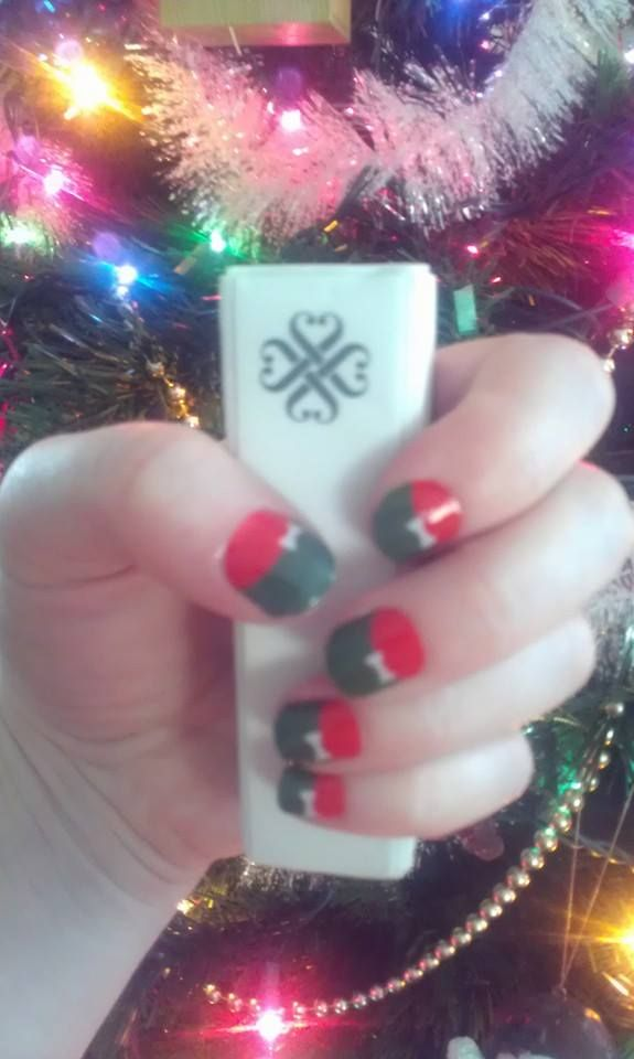 Christmas style French tip with bows. Anything Christmas makes me ...