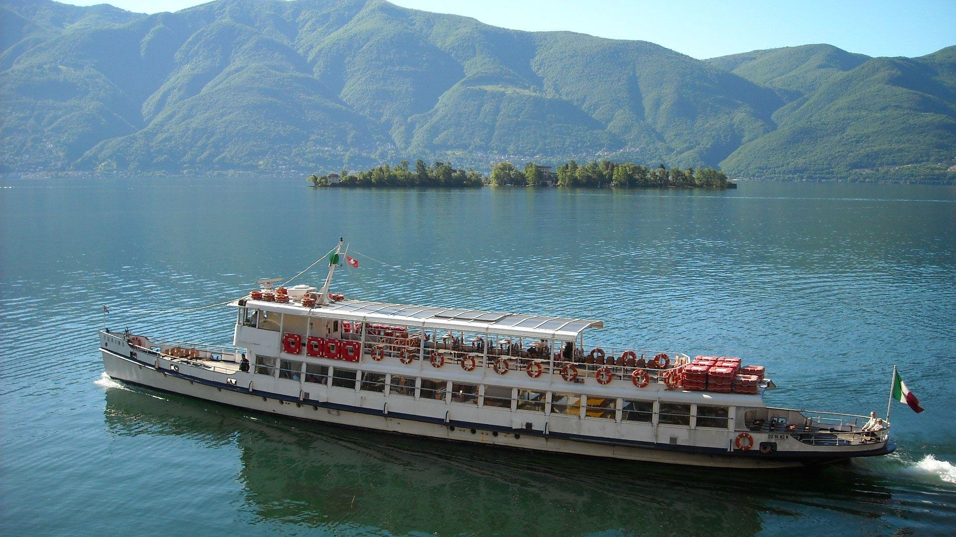 Traghetto che va sulle Isole