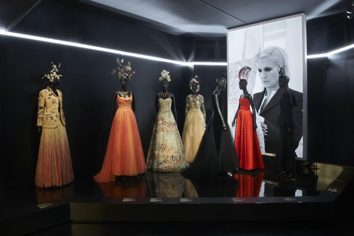 324070aeb L'exposition Christian Dior, couturier du rêve au Musée des Arts Décoratifs