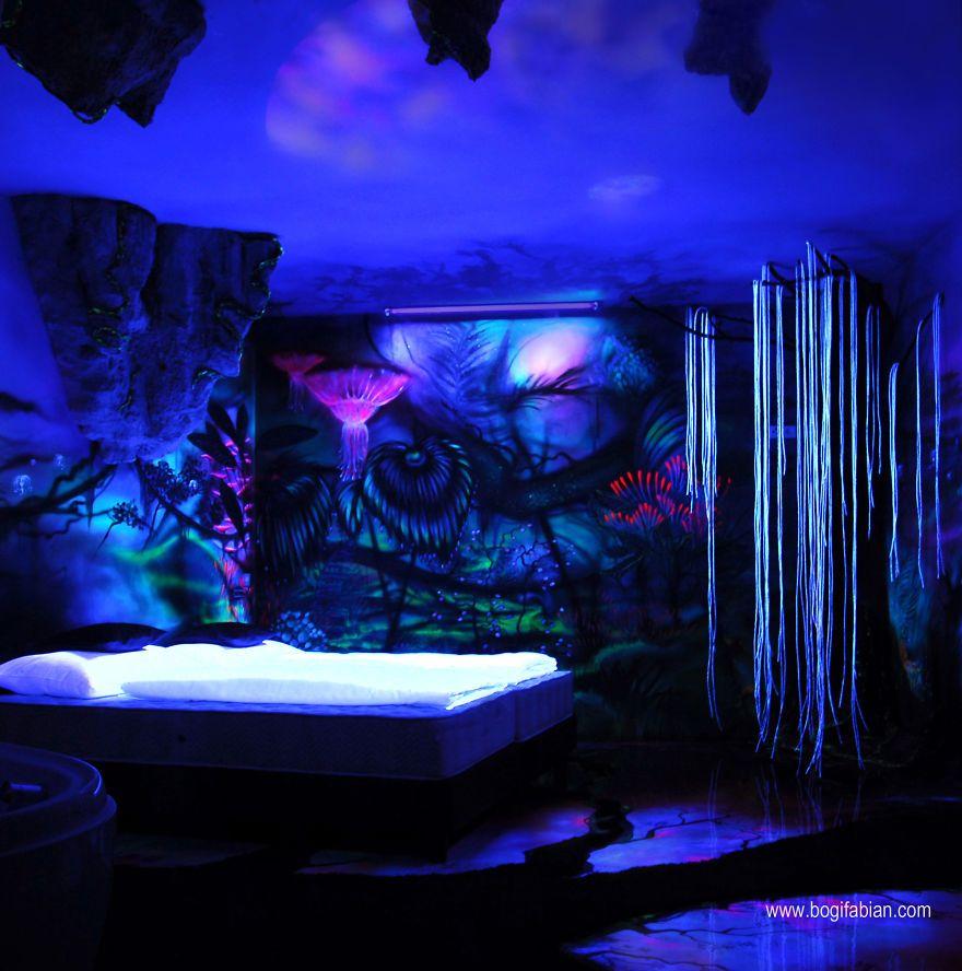 glow in the dark lighting. Los Fantásticos Murales De Esta Artista Cambian Por Completo Cuando Apagamos Las Luces Glow In The Dark Lighting V