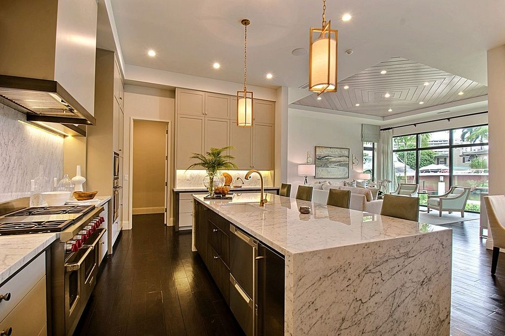 Modern Kitchen With Breakfast Bar L Shaped Undermount Sink