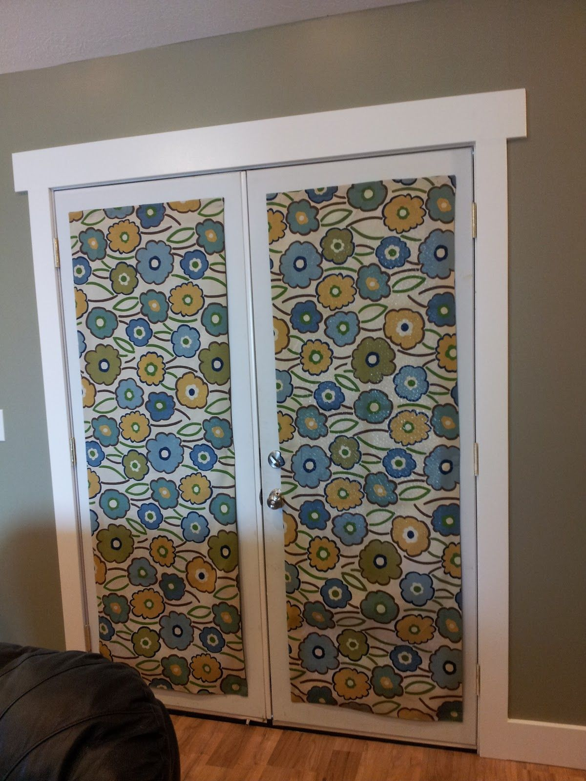 Magnetic curtains to cover the glass panes in the metal door