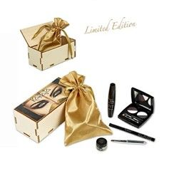 De KARAJA Smokey Box!  Dit is een originele Karaja-box met een goude pochette waar de volgende producten in zitten:  1. 24 H Night and Day Mascara  2. Jet Black eyeliner  3. Smokey 3d nr. 1  4. Eye & Brow Basic nr. 2  5. Spiegel
