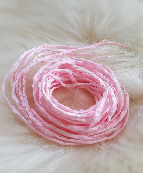 Sieh dir dieses Produkt an in meinem Etsy-Shop https://www.etsy.com/listing/279899230/hand-dyed-silk-cords-2mm-in-soft-rose