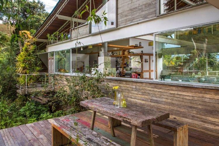 Fotos: Com 330 m², casa na serra se integra à natureza e tem telhado incomum - - UOL Estilo de vida