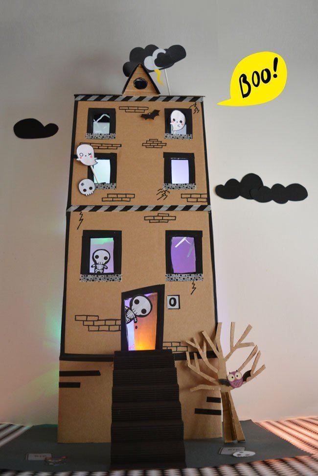 Arrivano I Fantasmi Halloween Si Avvicina Ho Pensato Di Costruire Una Casa Stregata Di Cartone Per Giocare Casa Dei Fantasmi Attivita Di Halloween Halloween
