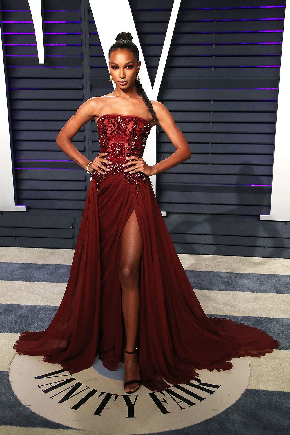 Jasmine Tookes Was Beautiful In This Regal Ruby Red Dress With A Jeweled Bodice The Combo Of The Heavy Bodice An Celebrity Dresses Red Carpet Outfits Dresses [ 1500 x 1000 Pixel ]
