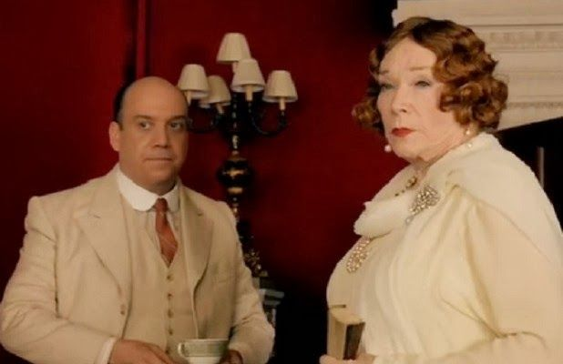 Paul Giamatti and Shirley Maclaine drinking #tea on the set of Downton Abbey. #celebrities #tea