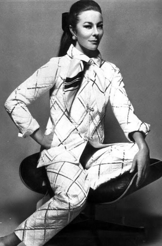 DES HISTOIRES DE MODE Bettina Graziani in Chanel through the lenses of Jeanloup Sieff _ Vogue Paris, September 1967.
