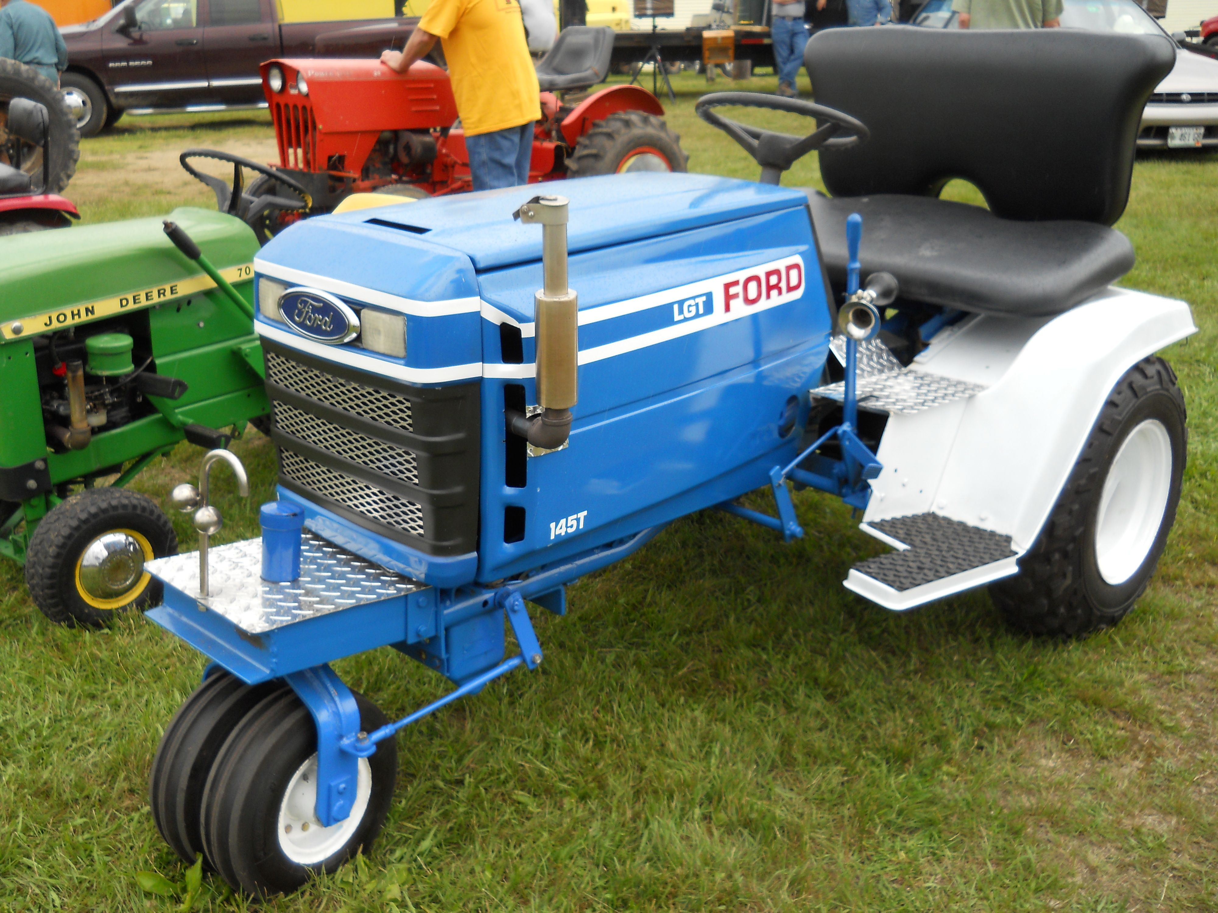 Ford lgt 145t tractor https wwwyoutubecom user for Ford garden tractor