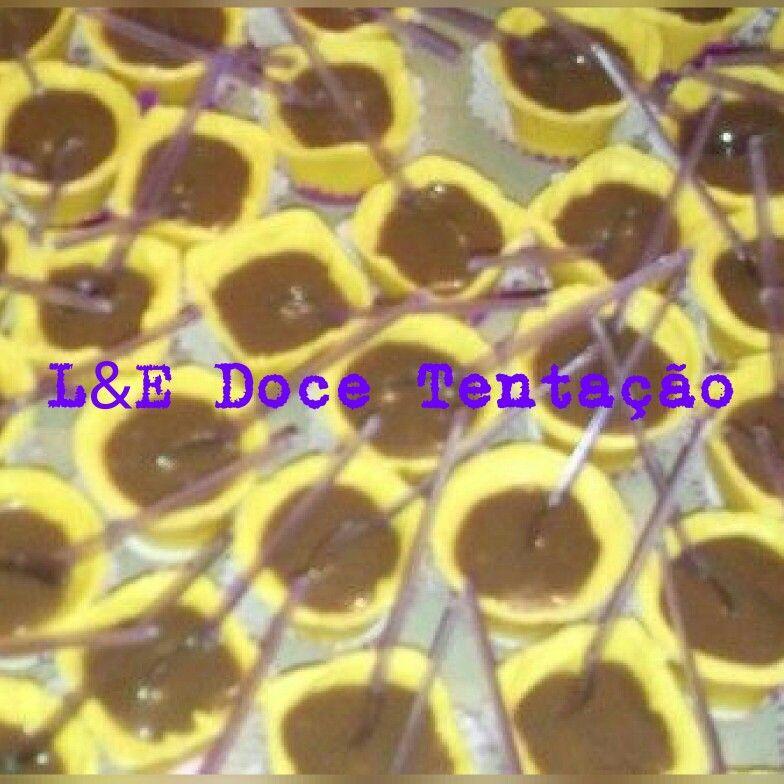 Copos de chocolate com brigadeiro   L&E Doce Tentação//87 9 9987-5058  Vânia Silva