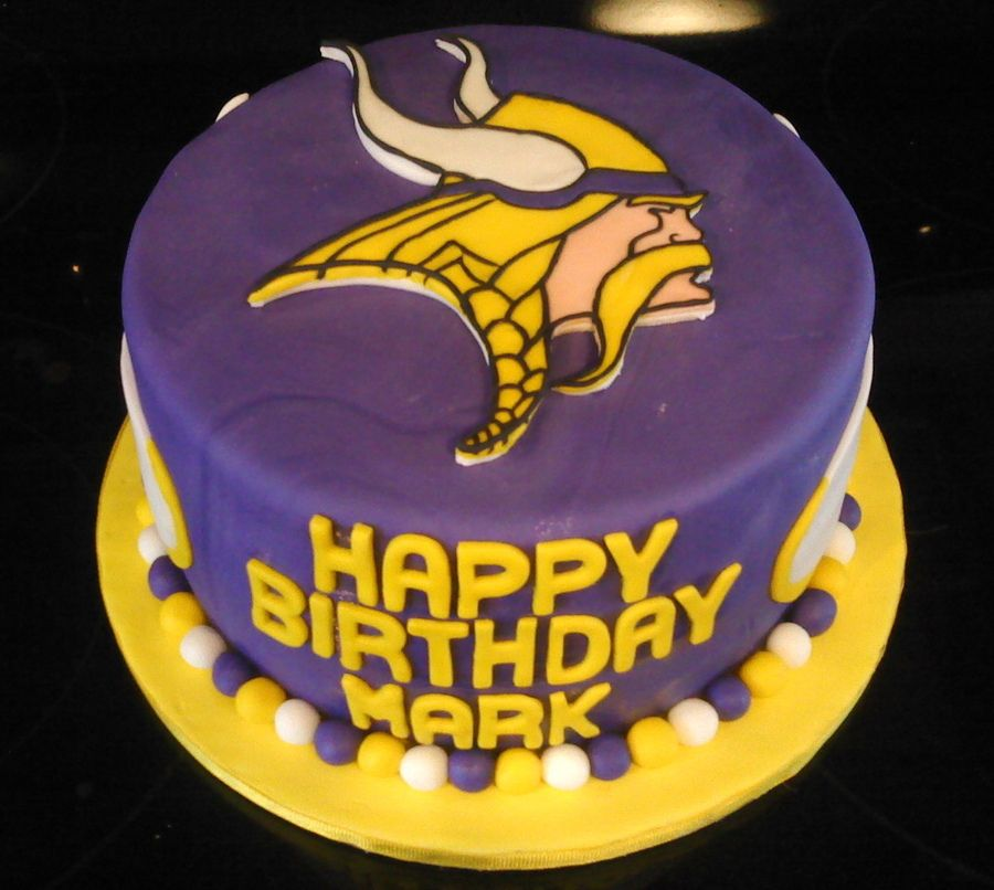 Stupendous Minnesota Vikings Football Cake Nfl With Images Football Funny Birthday Cards Online Elaedamsfinfo