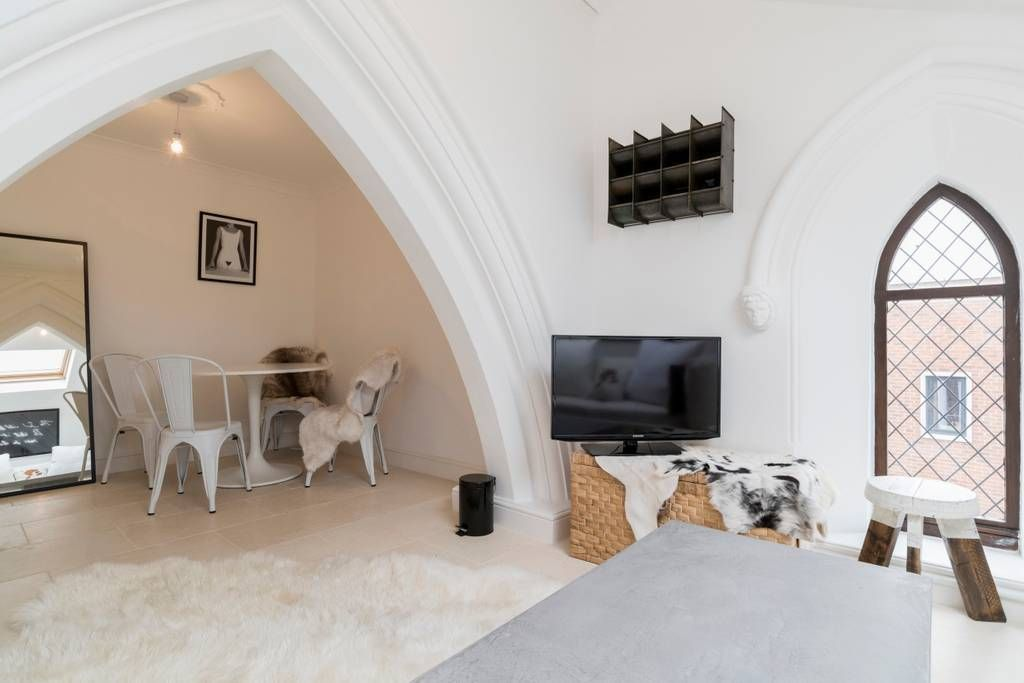Bright And Rustic Living Space Bursting With Original Church Features Rent In London Flat Rent Apartments For Rent