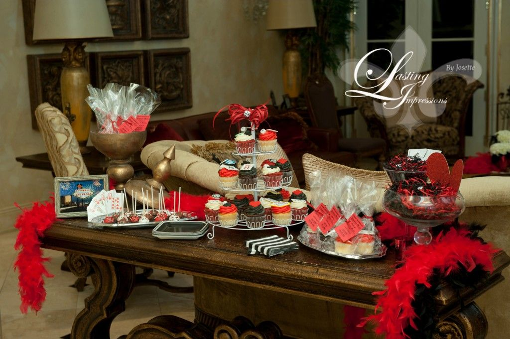 Southern Fete :: Viva Las Vegas / las vegas dinner party / dessert table