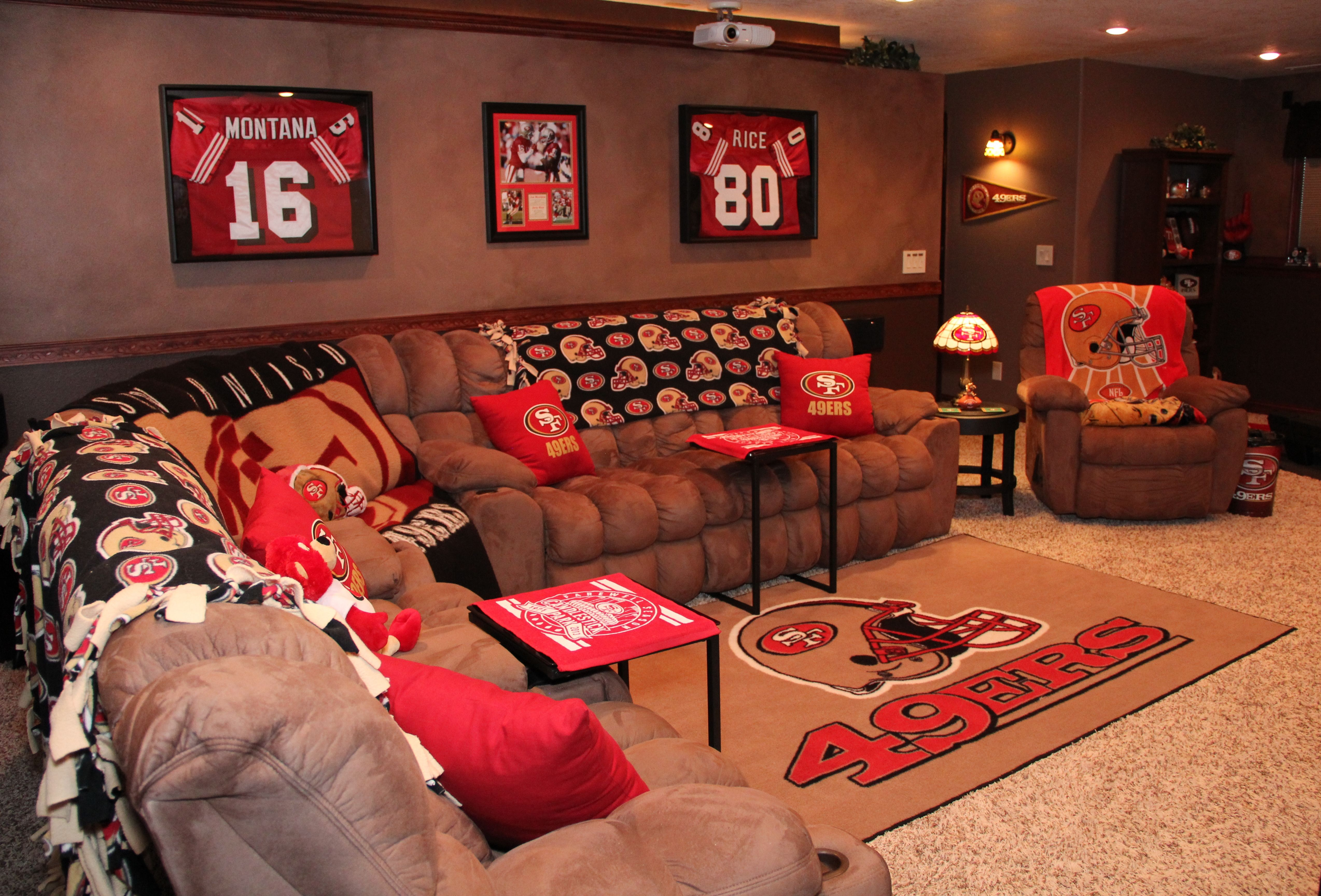 Hubby 39 s 49er mancave i did for him family room for 49ers room decor