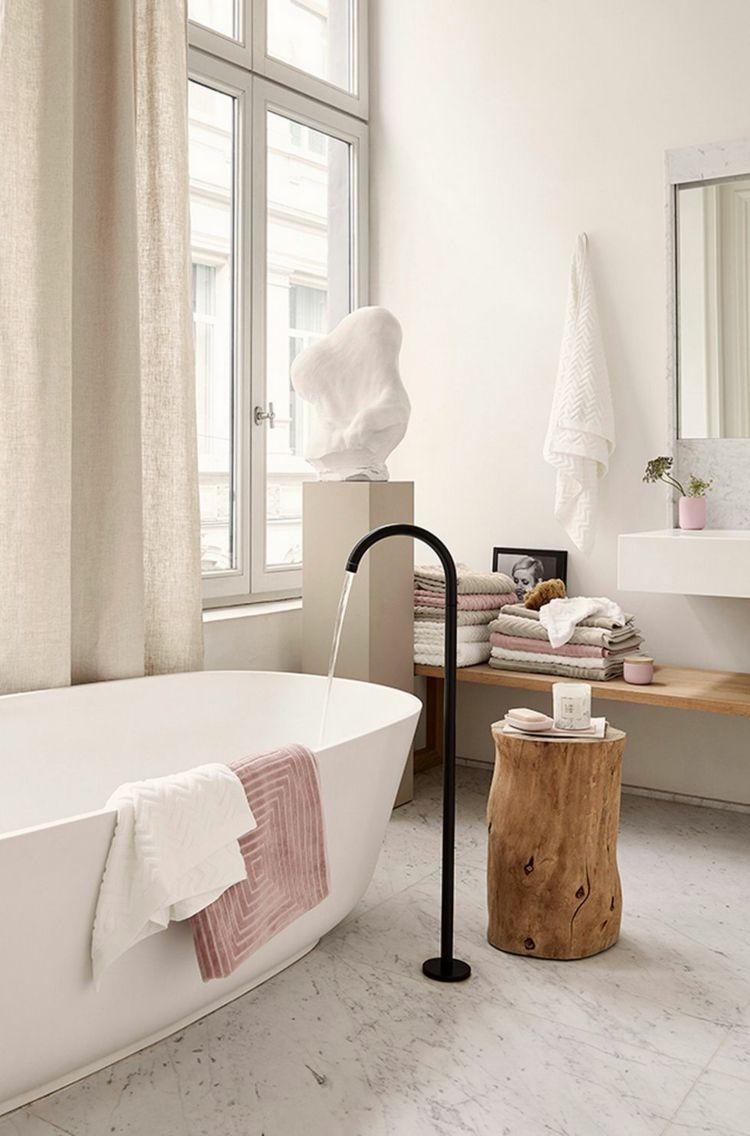 Moderne Badezimmer Armaturen Schwarz Holz Freistehende Badewanne Marmor  Boden #bathroom