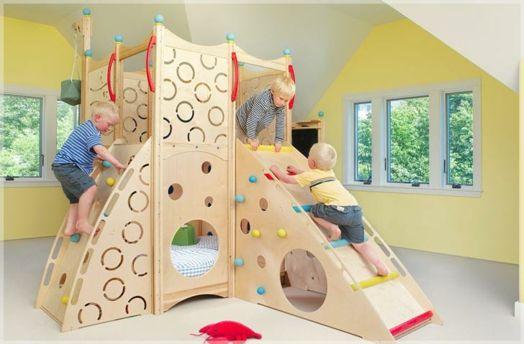 kinderzimmer gestalten coole spielbetten f r kleinkinder aus naturholz ideen rund ums haus. Black Bedroom Furniture Sets. Home Design Ideas