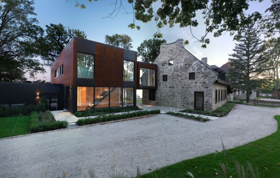 Historic quebec home gets a cool contemporary extension for Modern house quebec