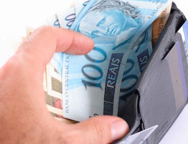 Governo dá novo prazo para sacar abono salarial de R$ 880: 31 de dezembro