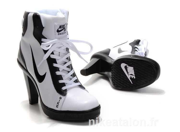 sb dunk nike swoosh femmes talons hauts blancs bottes noires (1)