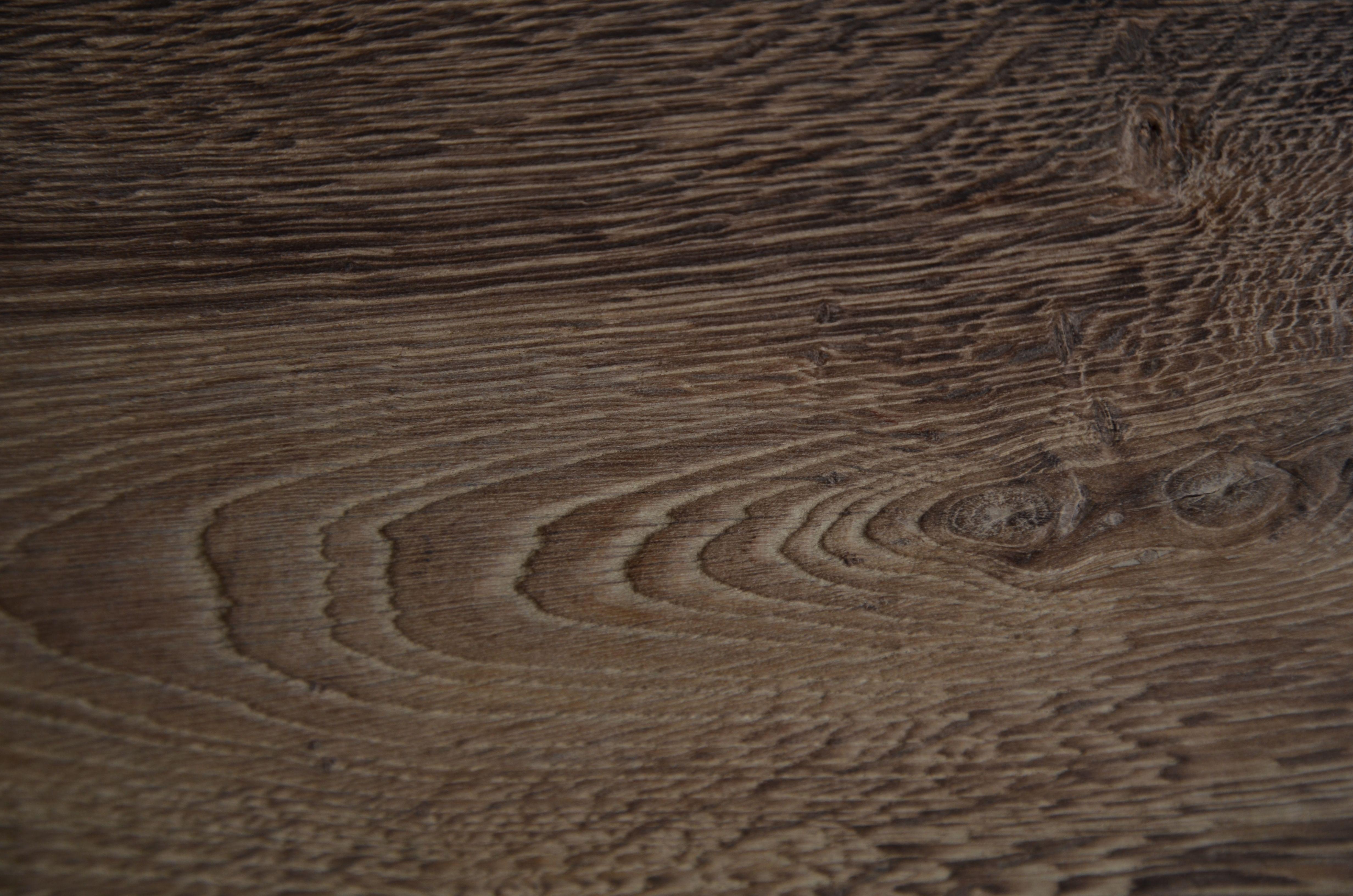 Carvalho maciço escovado    espessura-  15/22mm largura-  22/24/26/28cm ou 14/18/21cm   comprimento-  2 to 3m 1,8 to 2,7m     Carvalho estratificado escovado espessura- 15mm (6+9)    largura- 22/26/28cm ou 14/18/21cm comprimento-  2,4m ou 2,2m