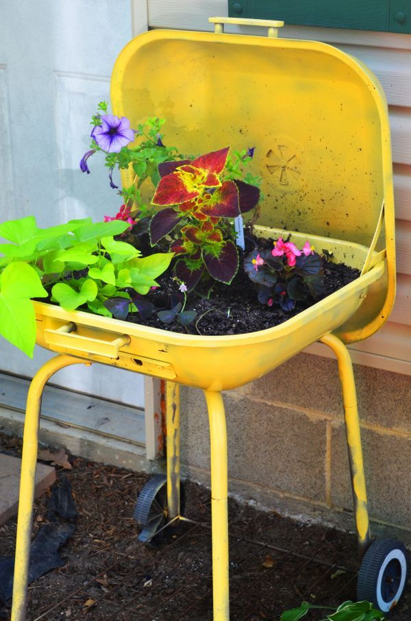 5 Unique Planter Ideas | Tires re-purposes | Garden ... - photo#26