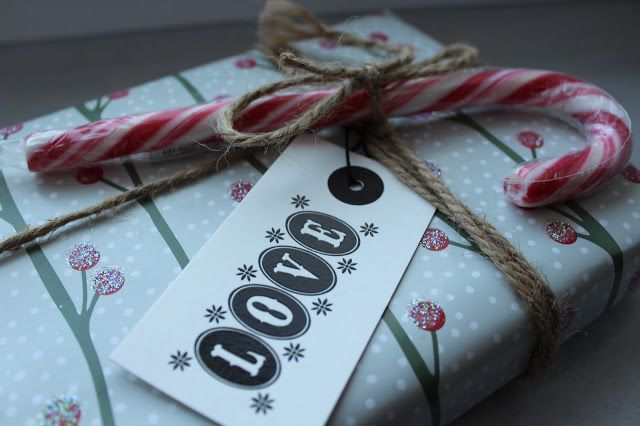 Decanne: Blogmas Day 19: Wrapping Presents