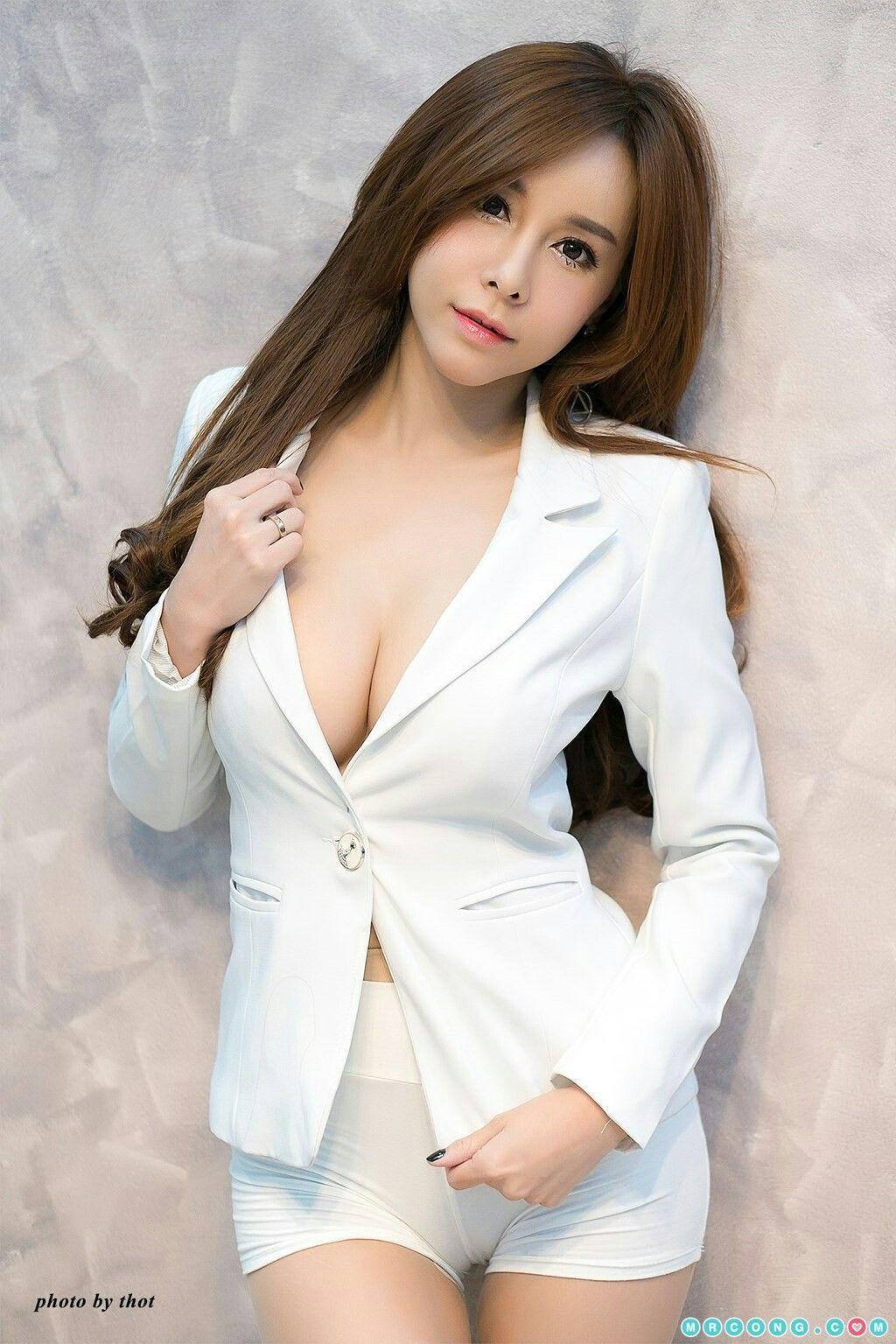 Bottomless Asian Girl