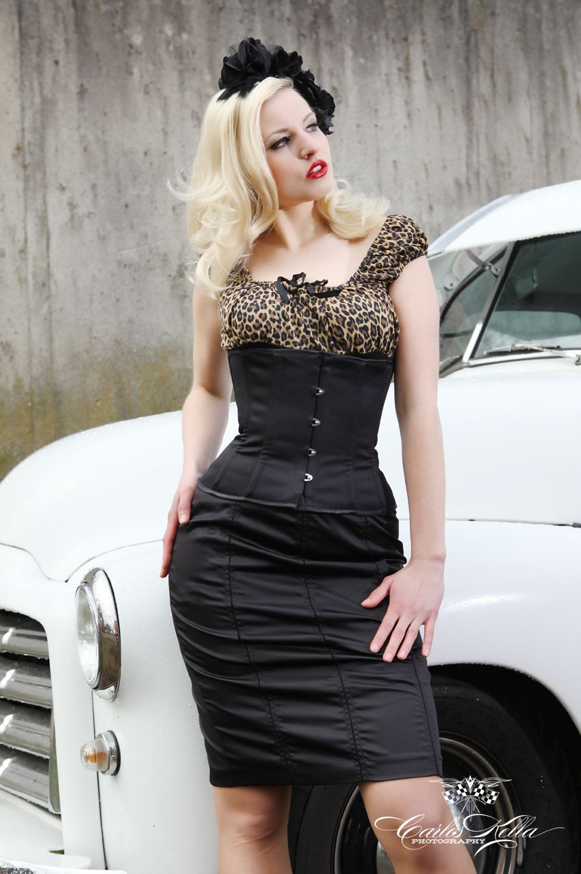 """STILL LOVE WITH THIS PIC! Aus den Shootings für den """"Girls & legendary US-Cars"""" 2013 Kalender / Foto: Carlos Kella   Photography ©2012 / Model: Sophie Lee Galore / H & MU: Alexandra Keisef Hairstyling / Outfit Silvie Jungbluth / Nylons: Ars Vivendi AG / Verlag: SWAY Books / Car: GMC Panelvan1/2to, 1950 (Thanks to Stefan & Barnboys CarClub)"""