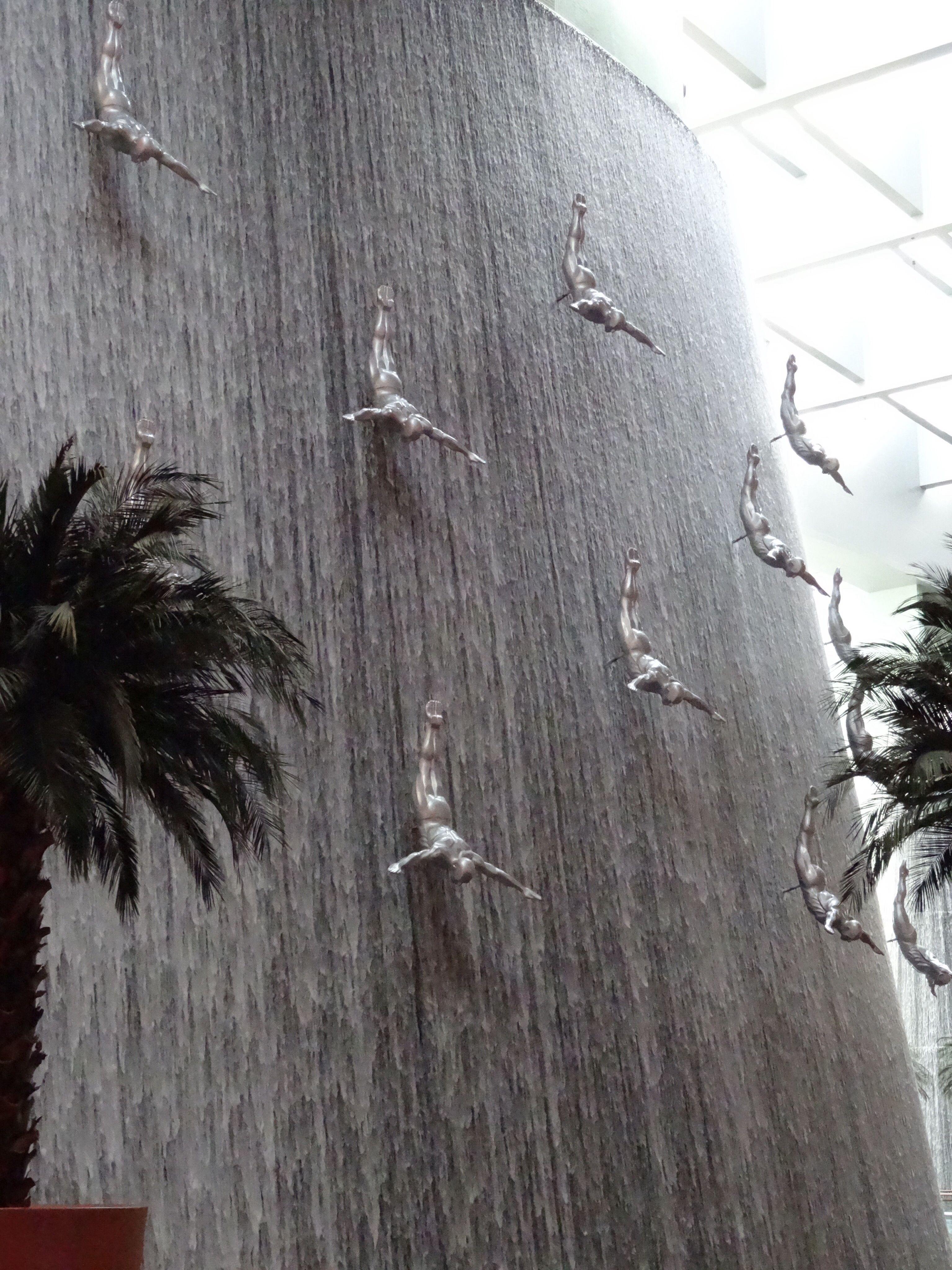 Indoor Waterfall At Dubai Mall Indoor Waterfall Indoor Water