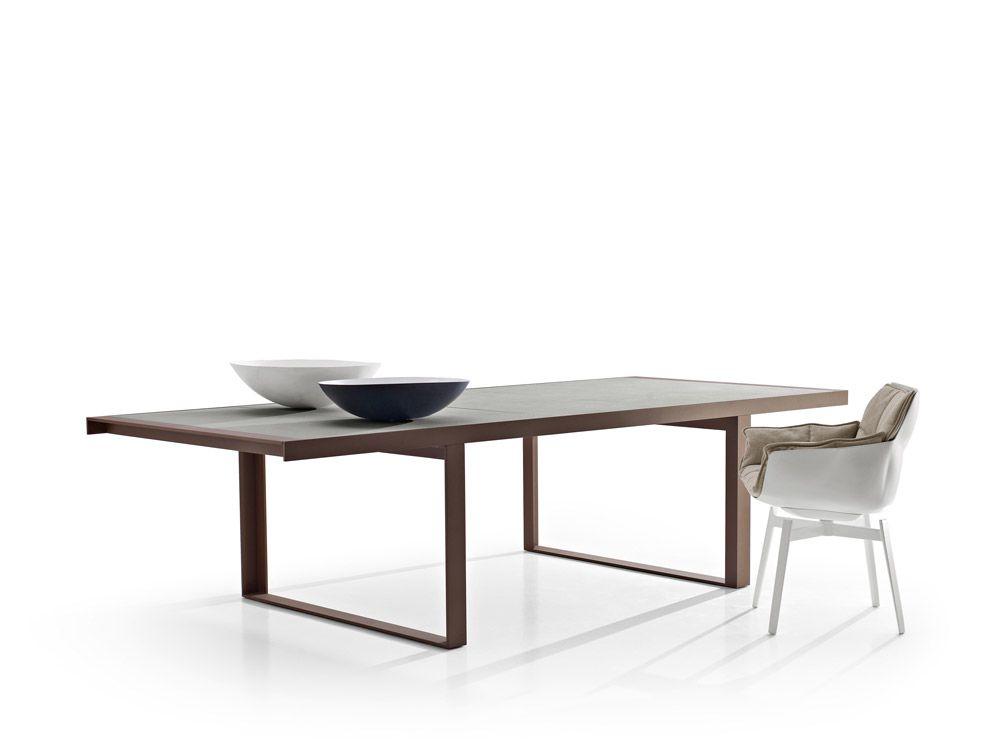 Tavoli da esterno canasta outdoor da bb italia design for Tavoli da esterno design