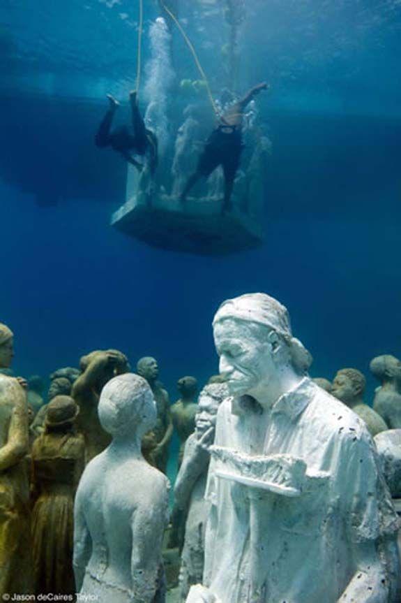 Esculturas en el fondo del mar
