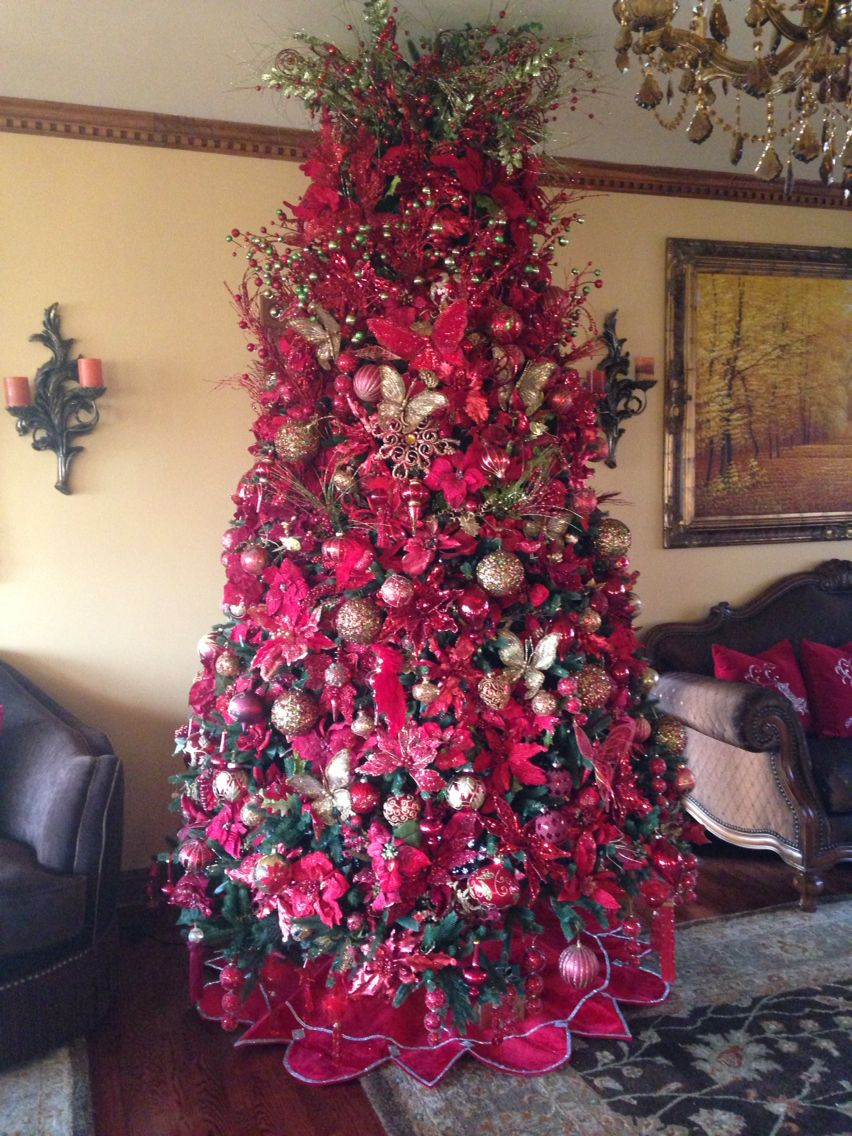 Christmas tree red and gold... I want to have mom decorate