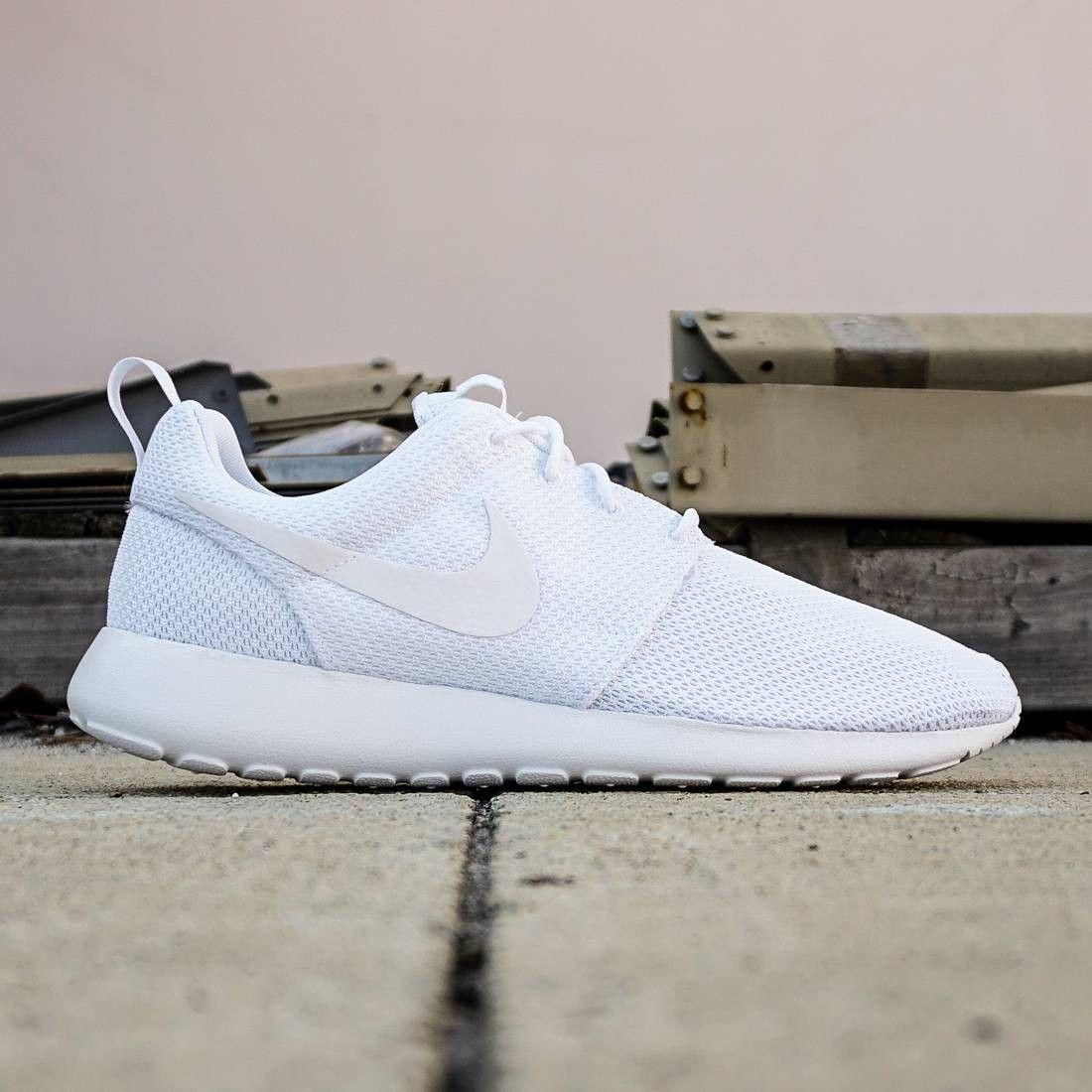Nike Men Roshe One (white / white