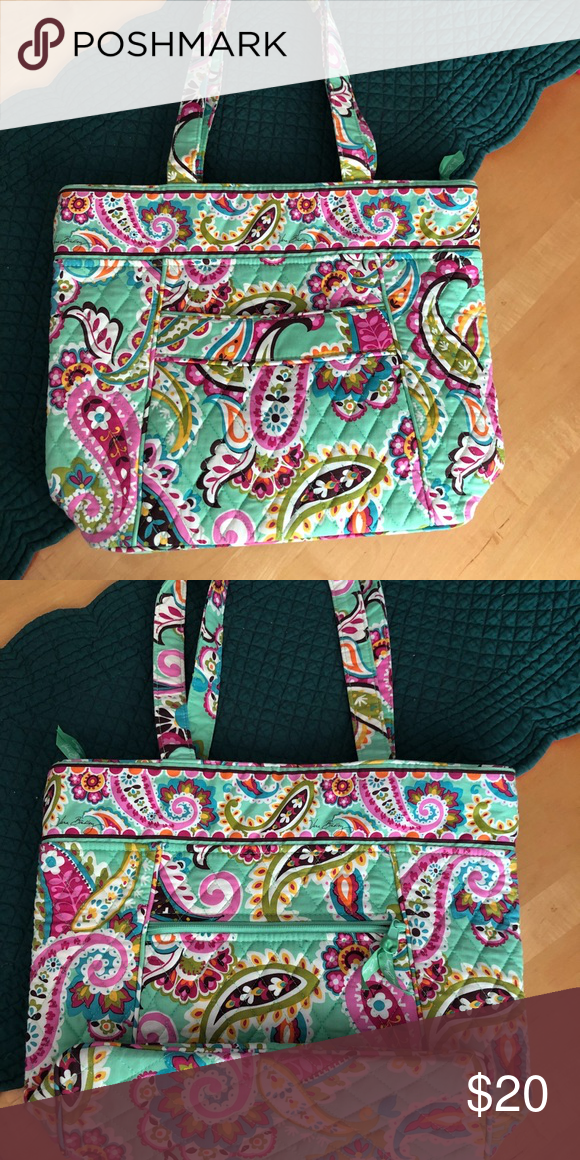 Vera Bradley tote In excellent condition!! Like new! Only used a few times. Vera  Bradley Bags Totes 1bf5a16de6de9