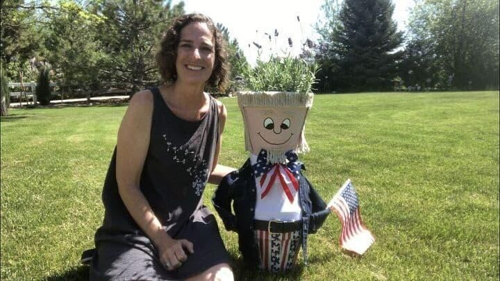 I'm excited to be hosting Hometalk TV again, and I'm making more seasonal decor with terra cotta flower pots! This time… a flower pot Uncle Sam! With just a few easy to find materials you can have your own nifty flower pot Uncle Sam in a day. This project is so easy that you don't need any crafting experience in order to do it yourself. Check out my step by step guide and get started!